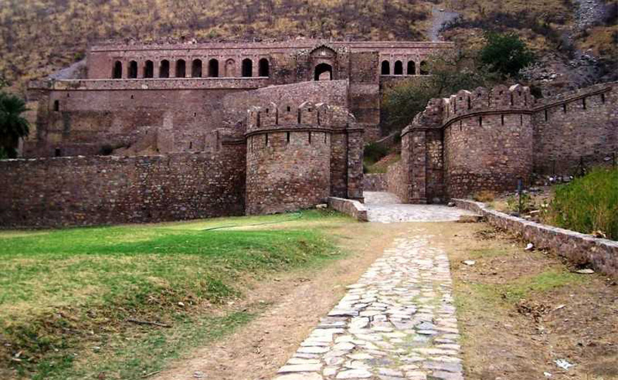 bhangarh fort in rajasthan, haunted place in india