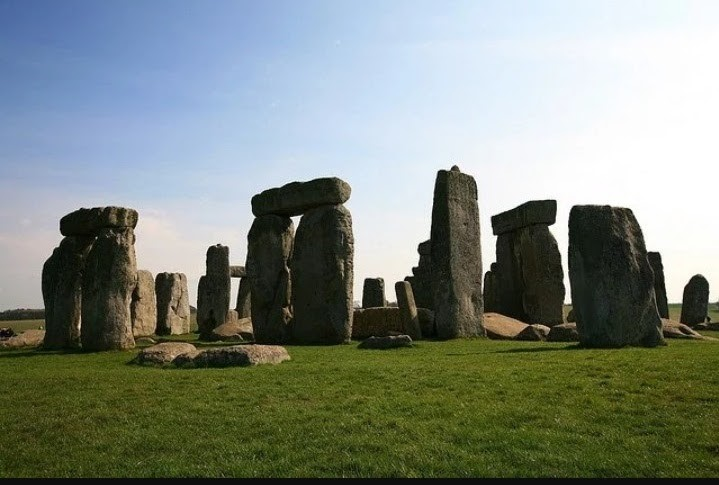 stonehenge monuments in the uk