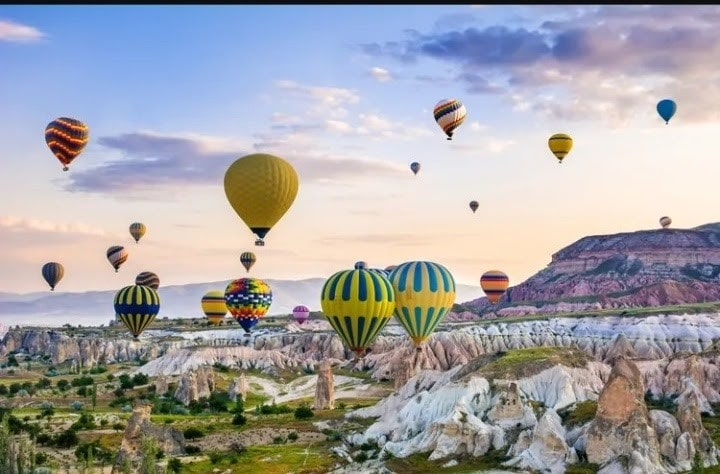flying air balloons in turkey