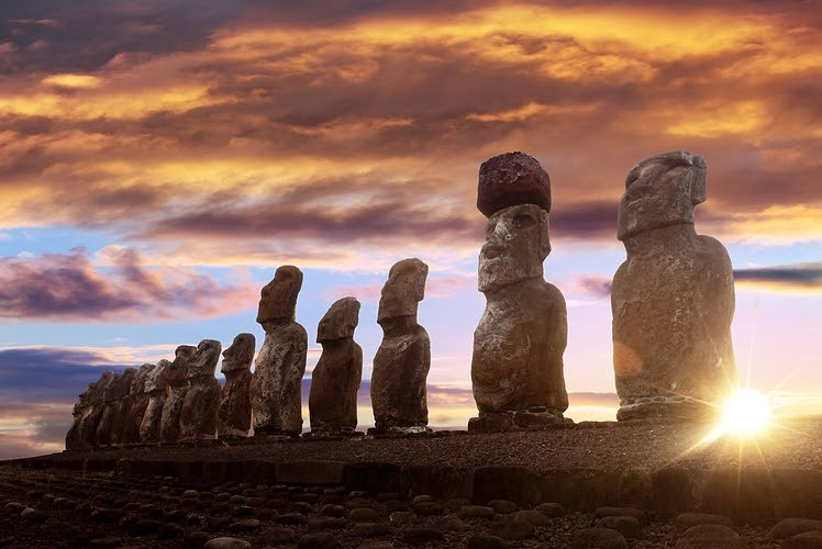 monolithic human like figures in chile