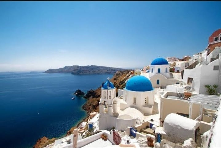 Santorini-architecture-in-greece