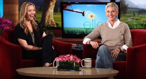 lisa kudrow with Ellen DeGeneres in her show