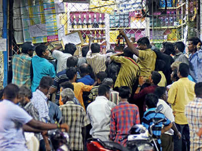 alcohol store rush during lockdown