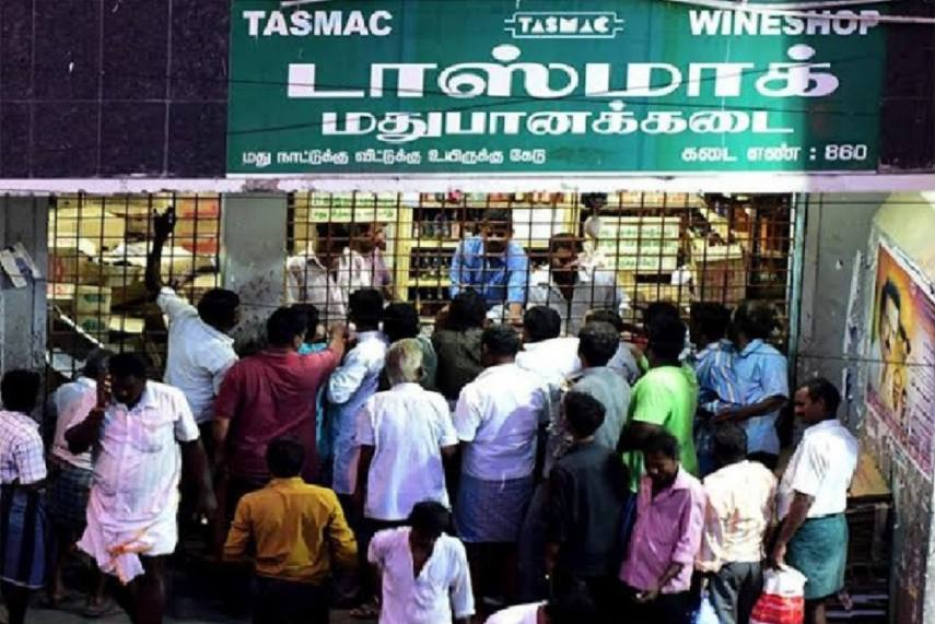 liquor shop crowd not following social distancing