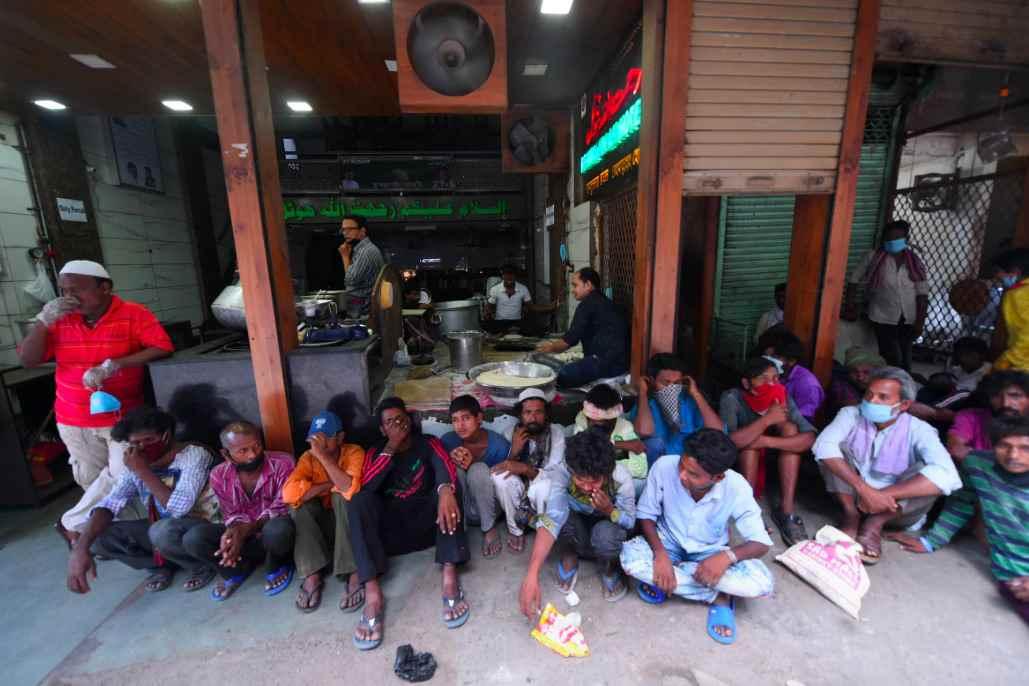 delhi people eating outside during corona virus