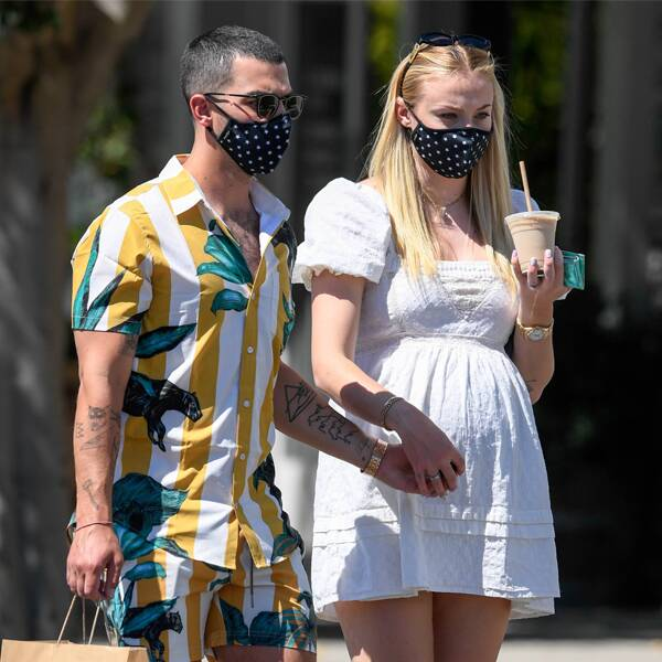 sophie turner with husband joe jonas while sophie was pregnant