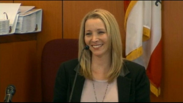 lisa kudrow in court after sued by ex-manager