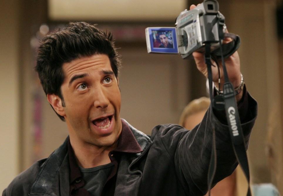 ross geller recording self in a camera in friends