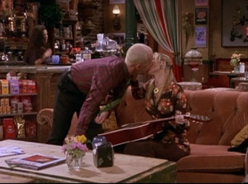 phoebe kissing gunther in friends series