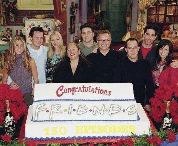 friends cast celebrating anniversary