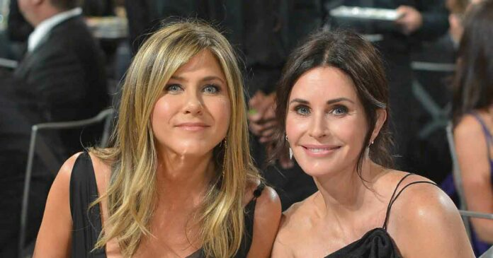 when jennifer aniston and courteney cox met at an event