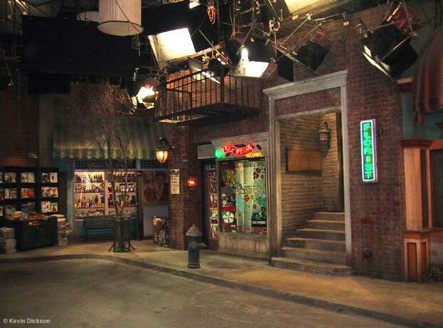 friends set where we can see the outside of the central perk
