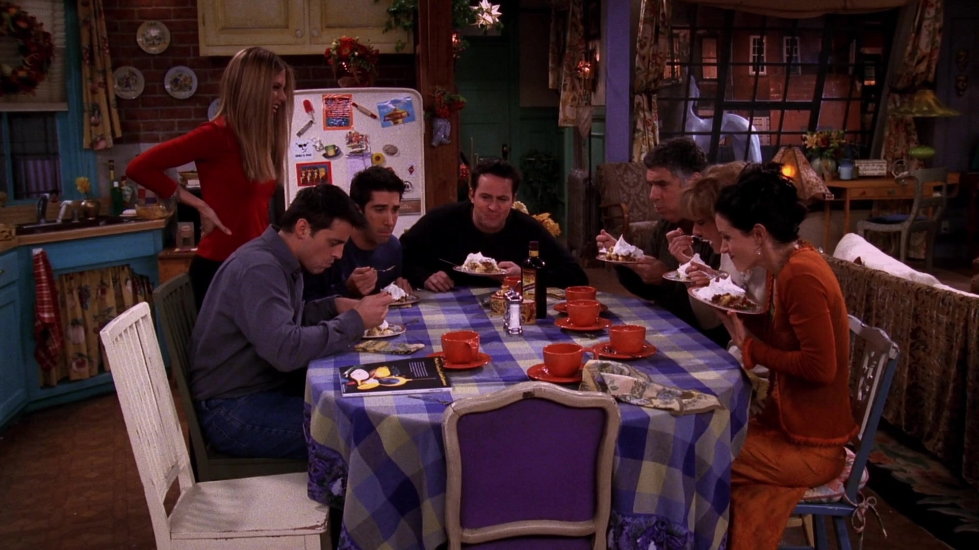 eating rachel's pie on thanksgiving in the friends show