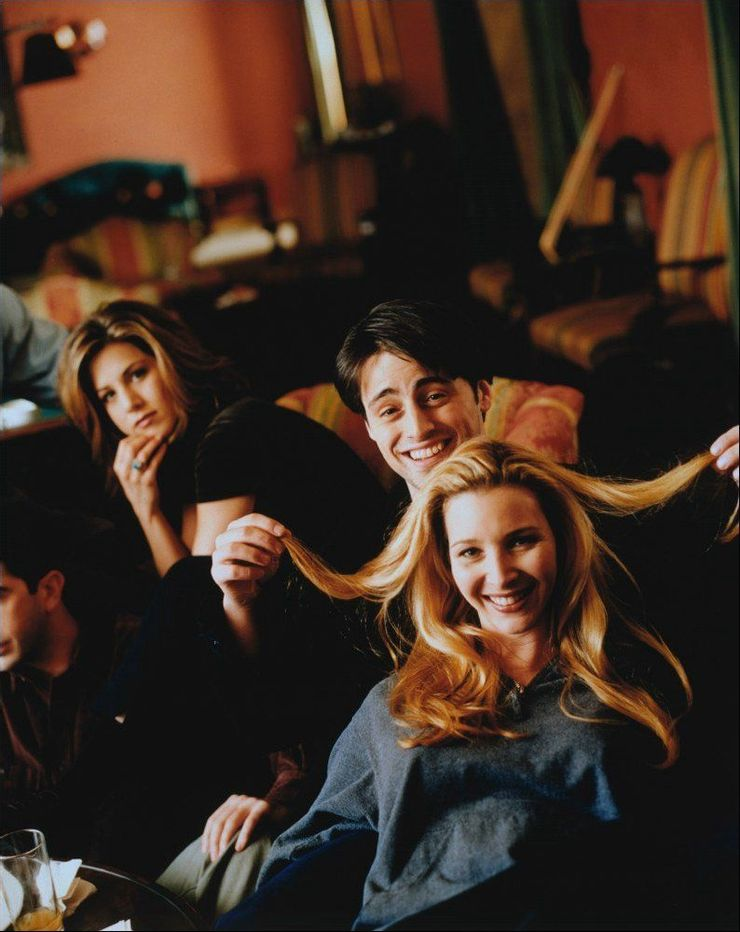 joey playing with phoebe's hairs while shooting