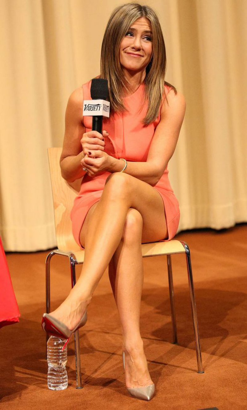 Jennifer-Aniston-Feet-And-Legs