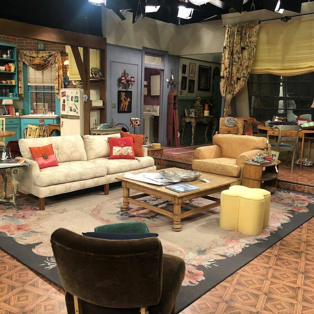 friends reunion set leaked pics from monica's apartment