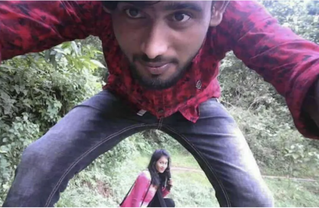 The Most Romantic Way Of Taking Selfie