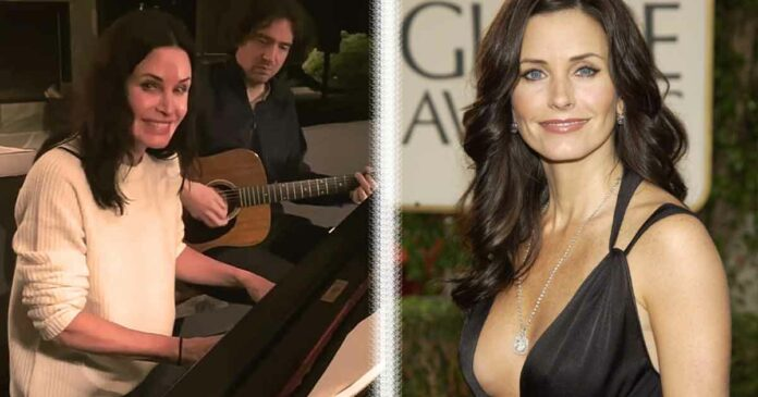 friends courteney cox plays theme song on piano