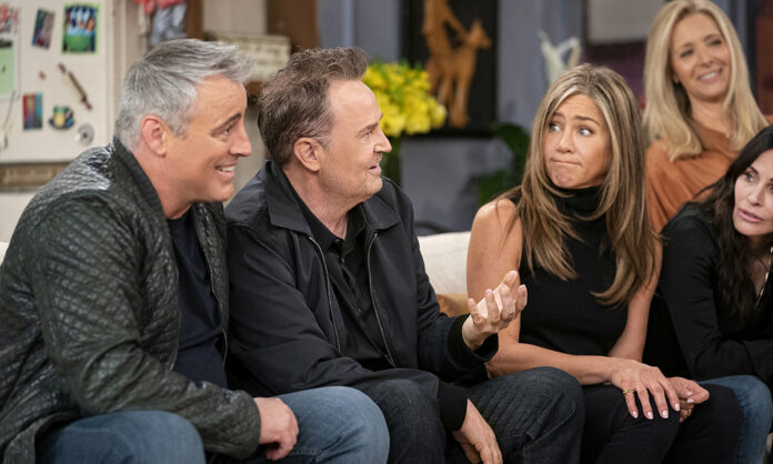 friends reunion jennifer and the cast making faces