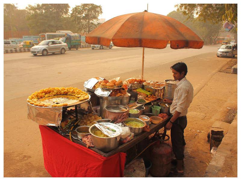 Roadside vendor in Kanpur