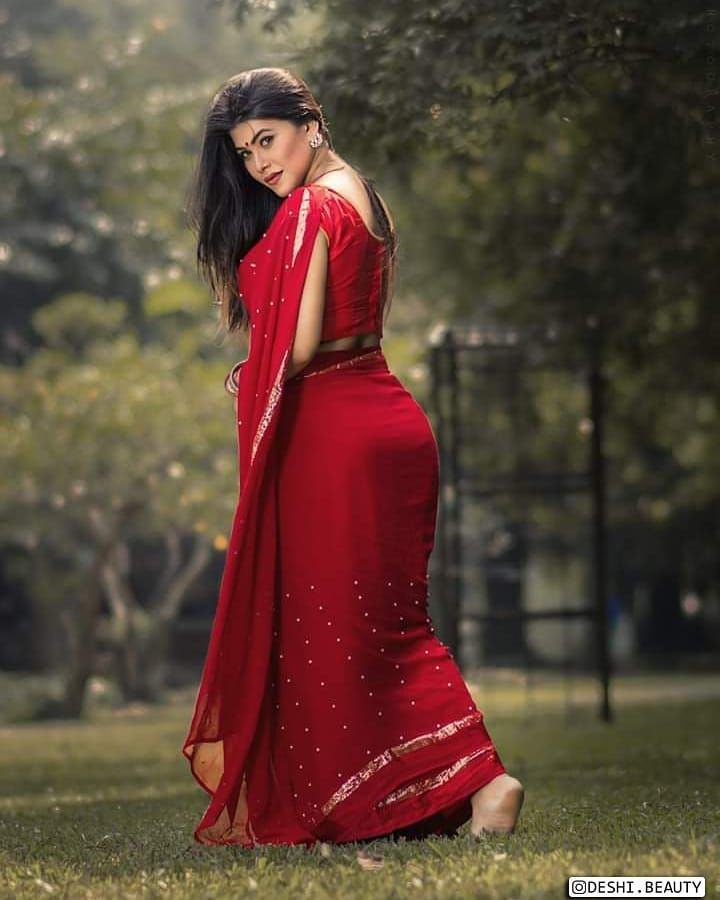 saree look to try at home that compliment your curves