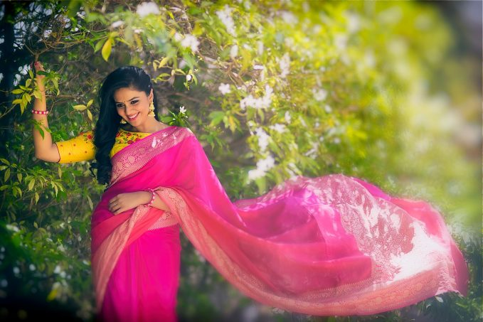 try traditional saree poses while playing with nature