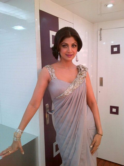 simple and elegant saree style to try at home