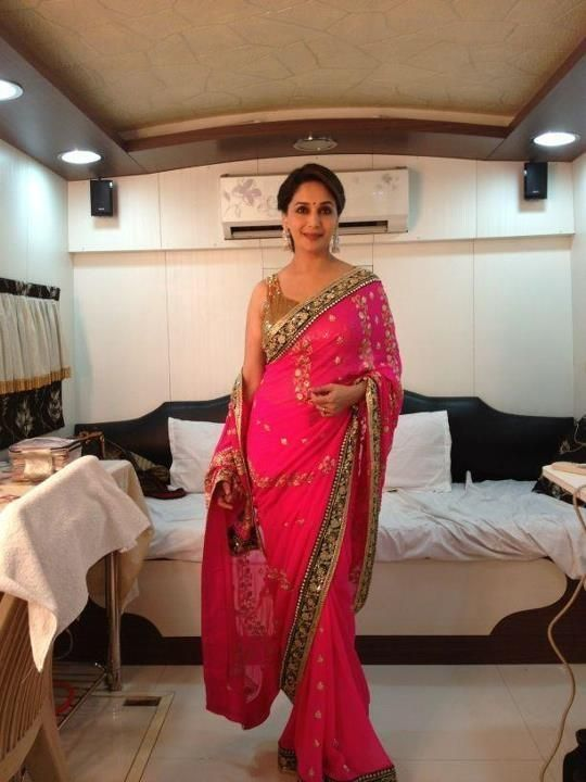 straight standing saree poses to look charming