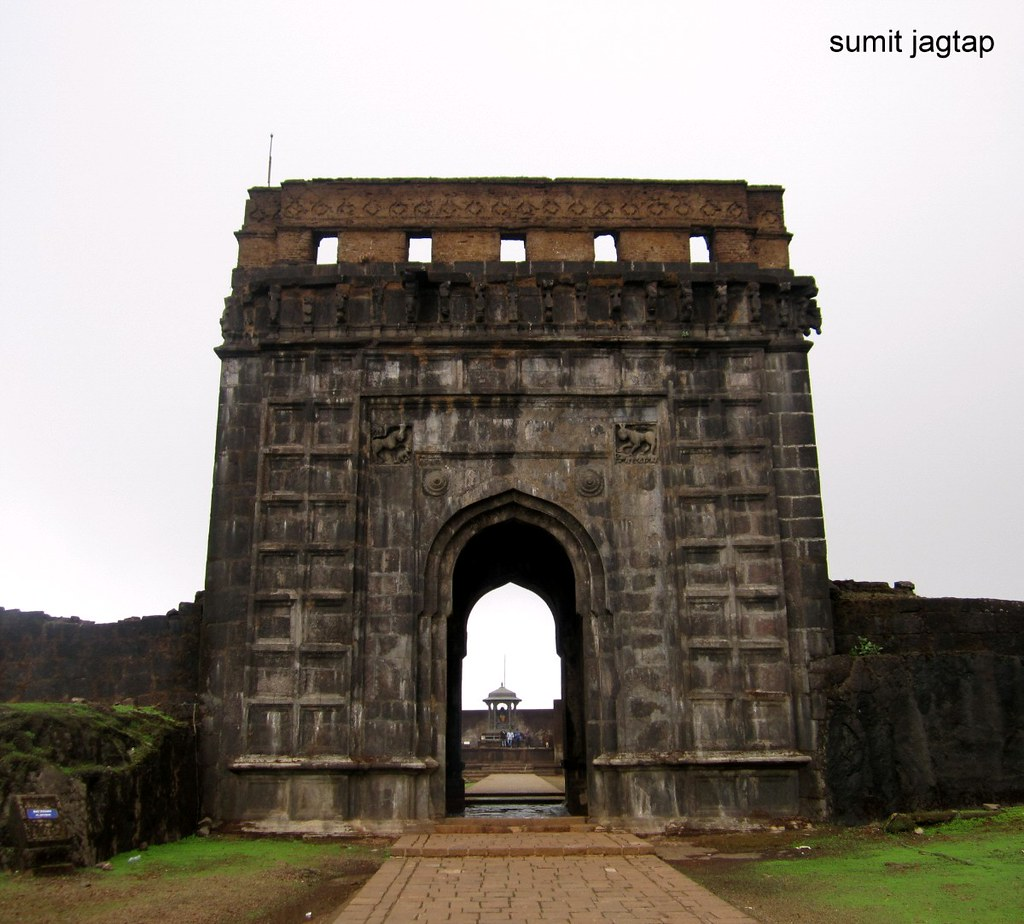 raigad fort - entering the front