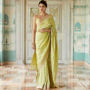Keep it simple saree poses