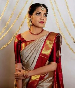 Poses for girls in saree for social media