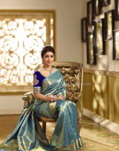 The sitting saree poses