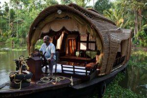 Backwaters is a prime honeymoon destination of Kerala